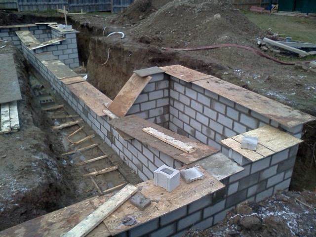 Foundation walls getting there. Ready to shut 'er down for 2012!