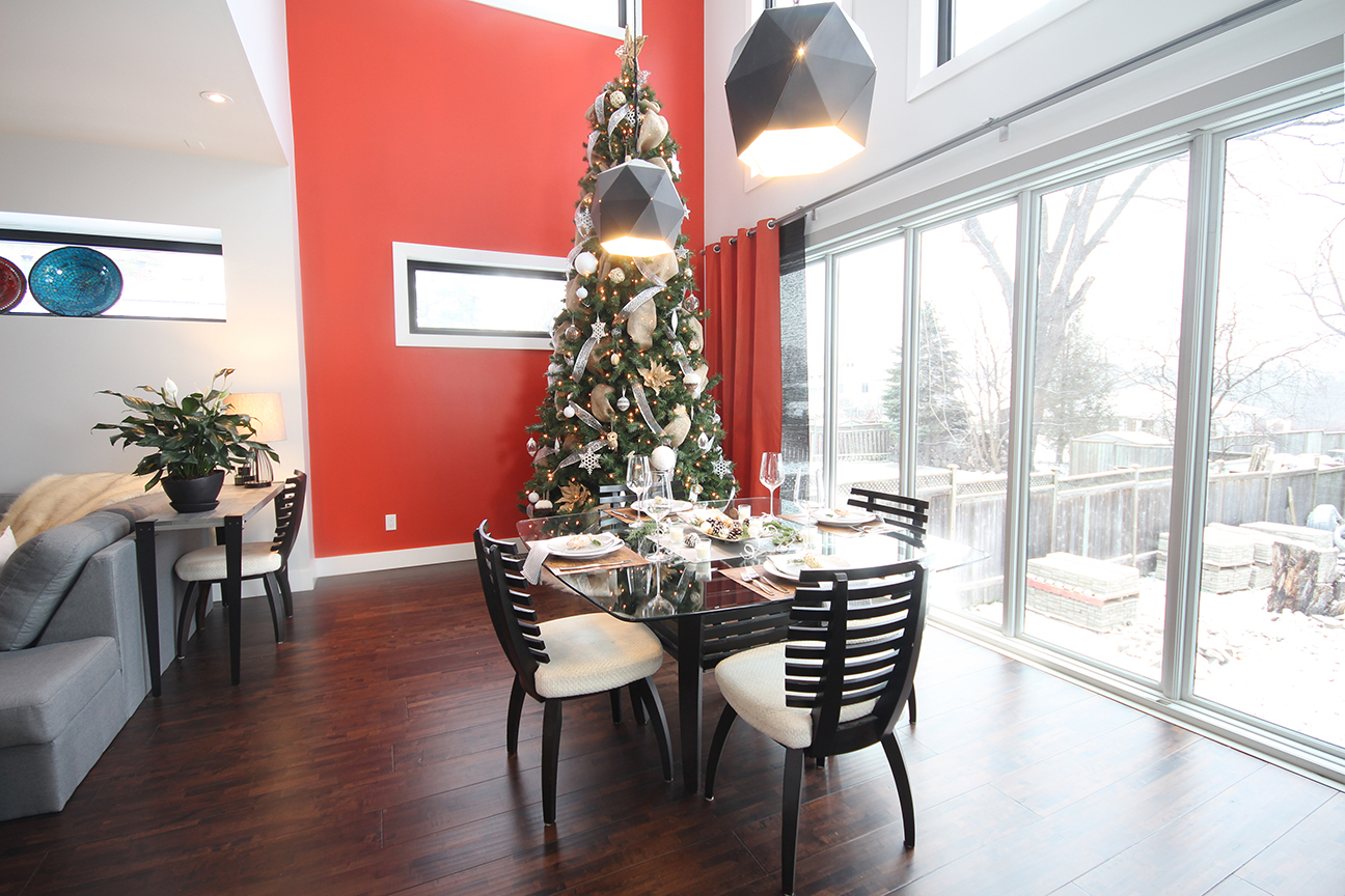 Dreamhouse Project Christmas tree & dining table