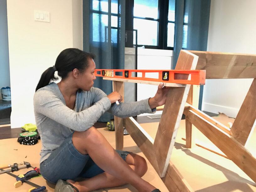 Leveling the armrest